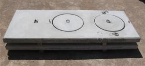 Tapa rectangular con entrada de hombre.